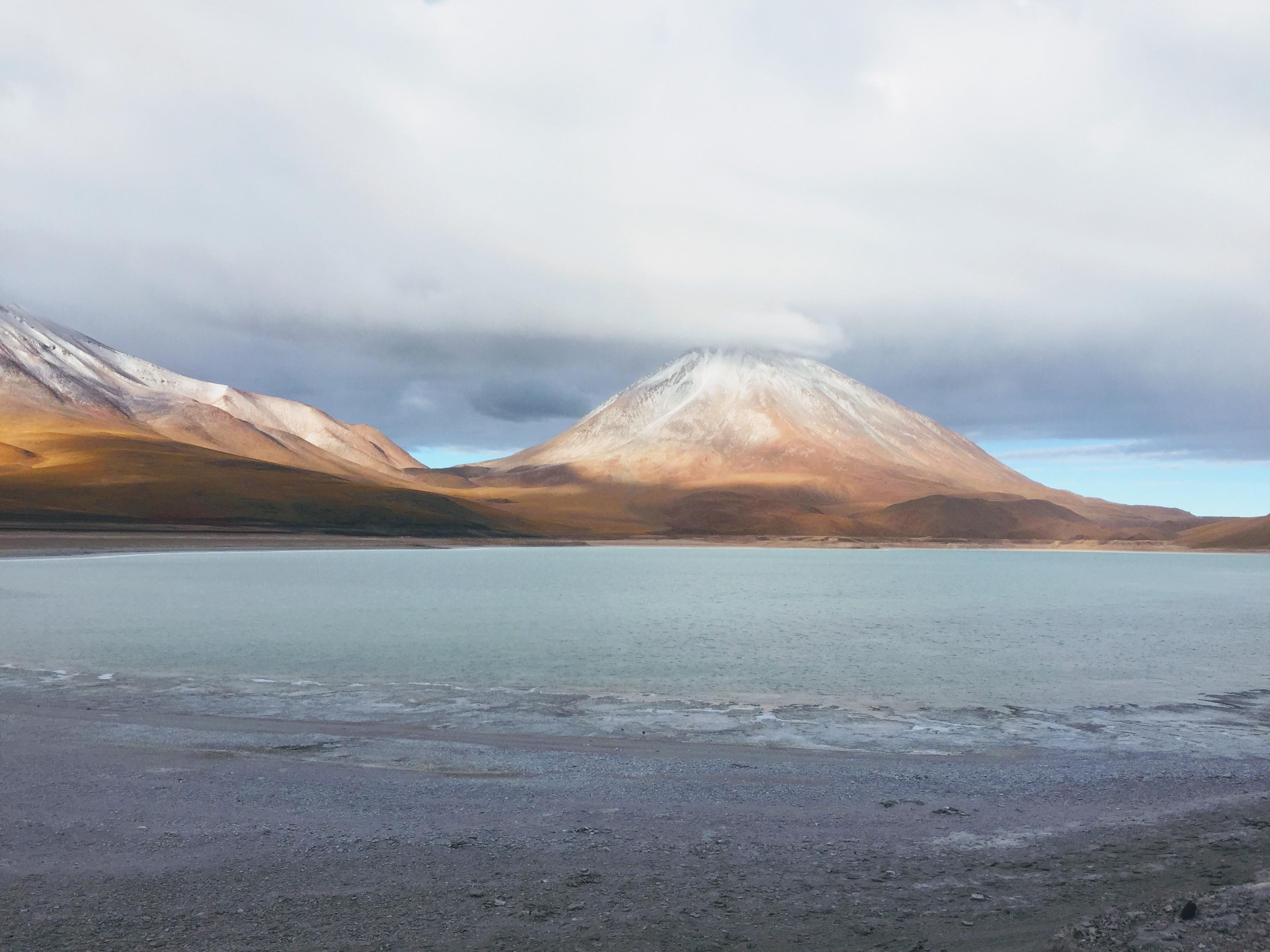 Salar de Uyuni Vulcano
